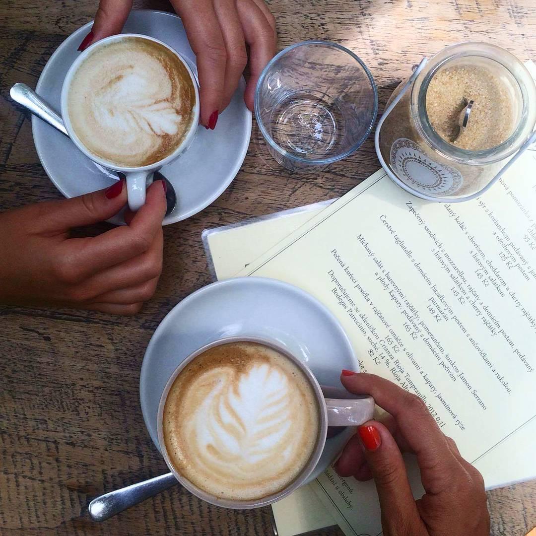 Jeden pořádný sojový #latteart pro hezčí ráno #coffeeaddict ☕ #mornin #hangover #brunch #sunday #friends #blogerka #blondgirl #girl #czechgirl #blogger #czechblogger #coffee #ozivtesvarana #loveit #sunny #beautiful #sweet #cosmobloggerscz #mademyday #instadayly #photooftheday #likeforlike #follow4follow