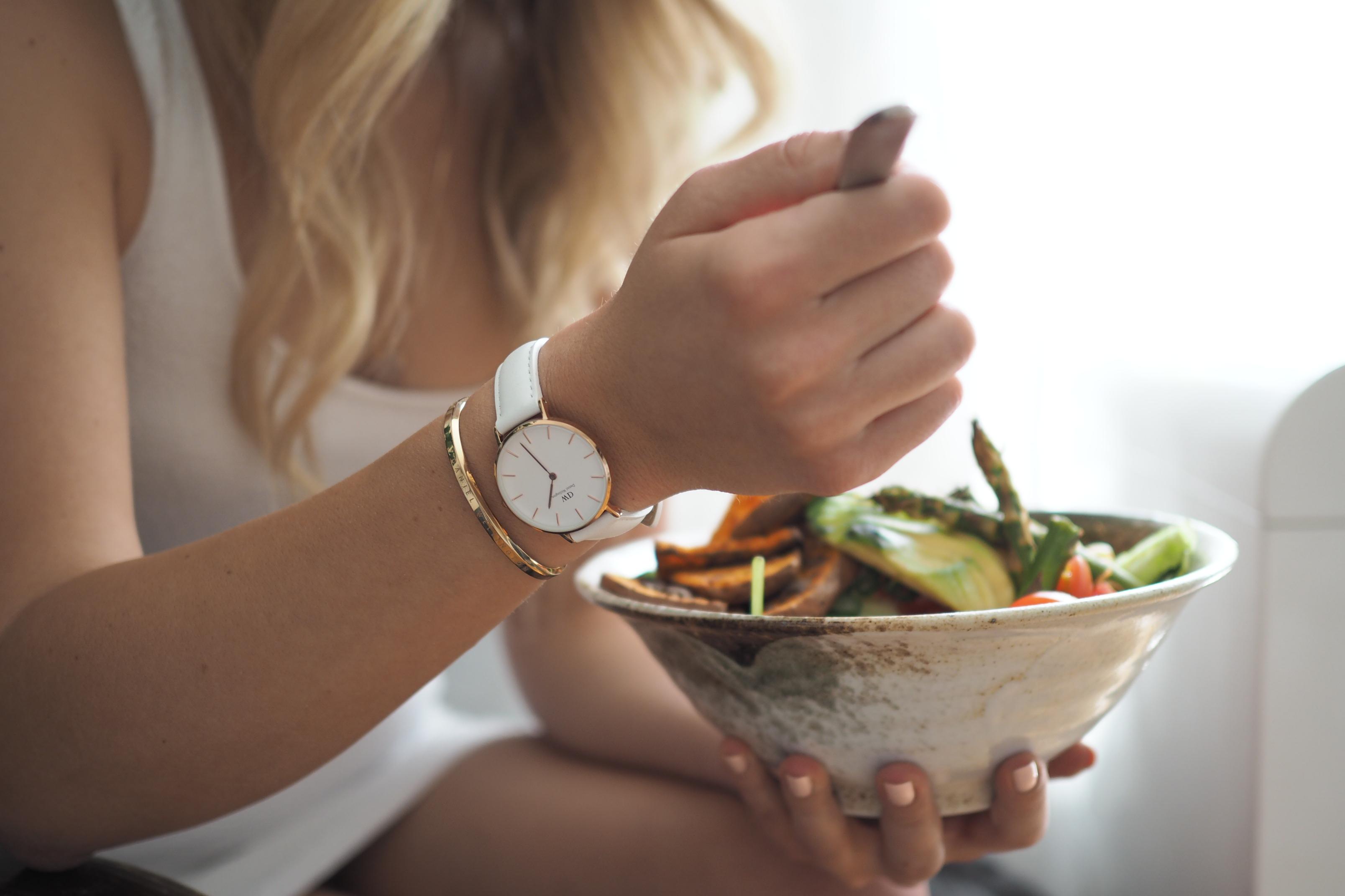 salát s hummusem